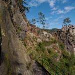Der Weg an den Felsen